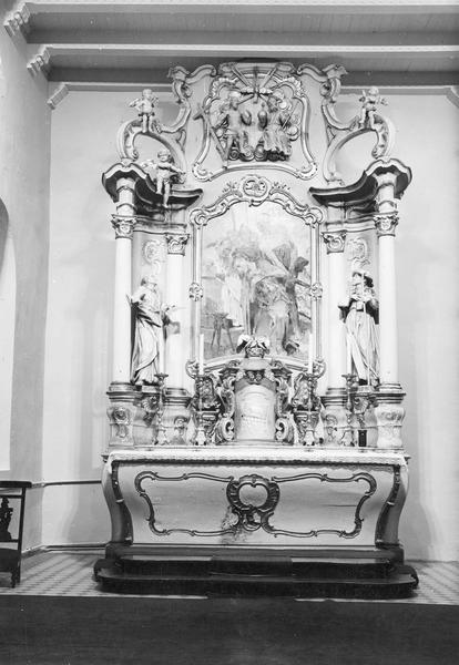 autel, tabernacle, retable, statues (2) (maître-autel) : saint Jean l' Evangéliste, saint Jacques le Majeur