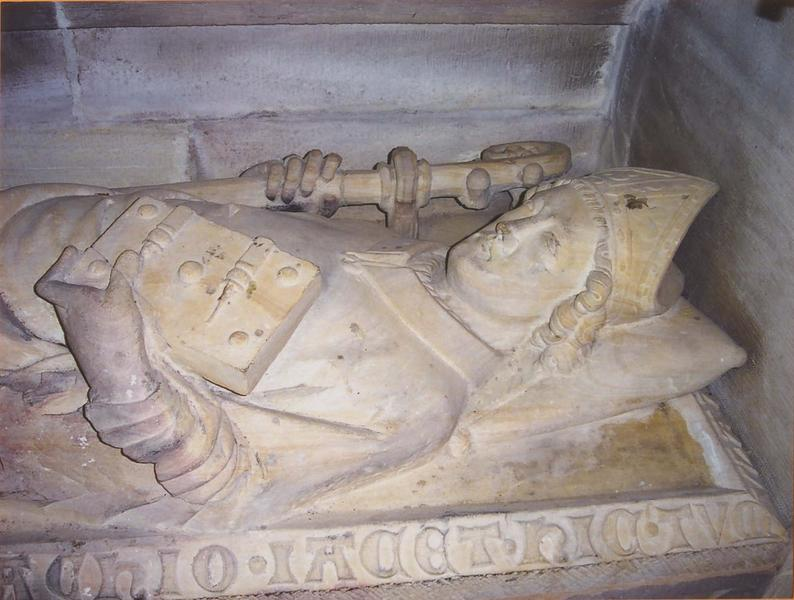 Monument funéraire : gisant de l'évêque Rachio