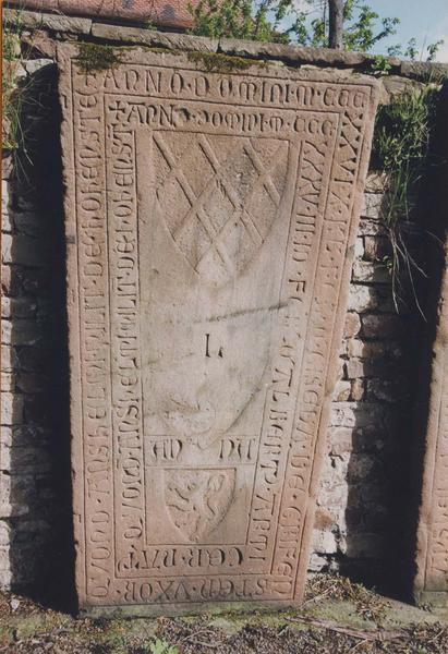 Ensemble de 38 dalles funéraires et fragments