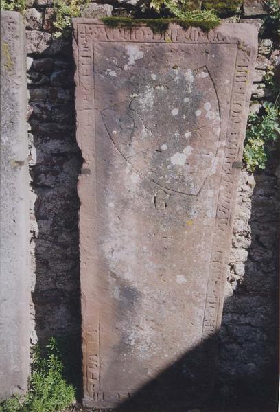 Dalle funéraire de Walther de Hunebourg, chanoine