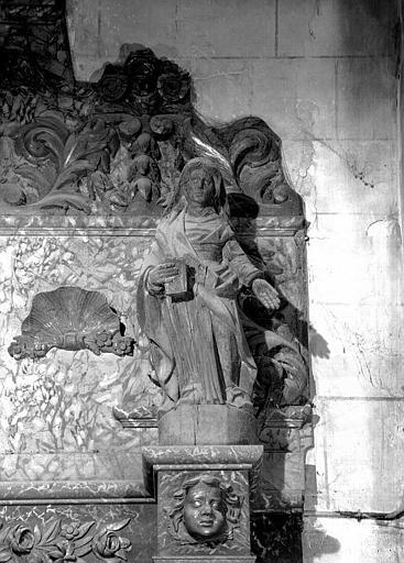 Retable en bois, détail d'une statue