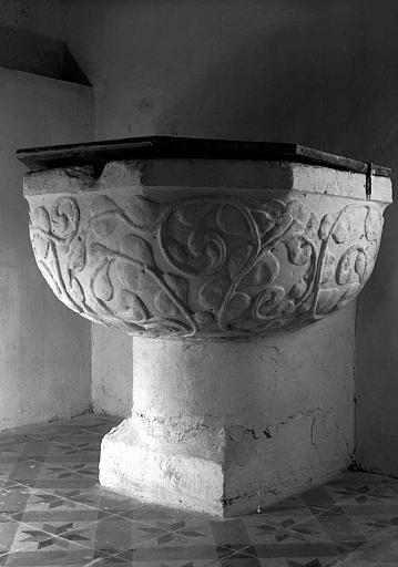 Fonts baptismaux en pierre
