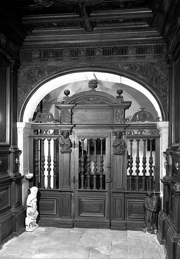 Porte en bois de la chapelle