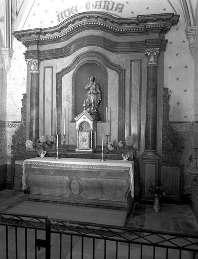 Retable en bois peint de la Vierge