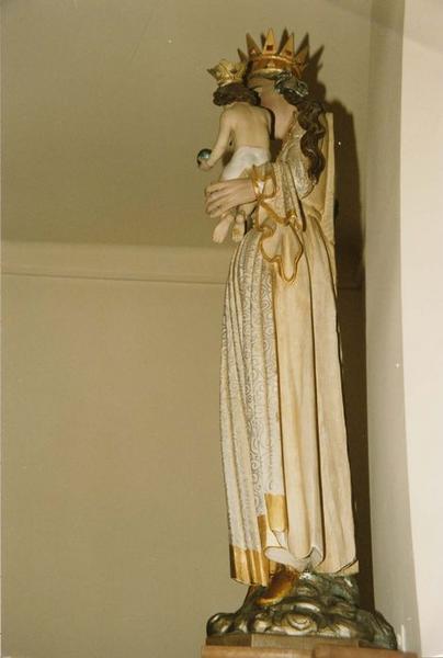 groupe sculpté : Vierge à l'Enfant, vue générale du profil gauche