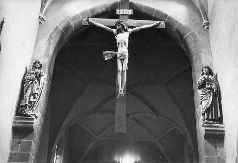 calvaire : Christ en croix, Vierge, saint Jean, vue générale