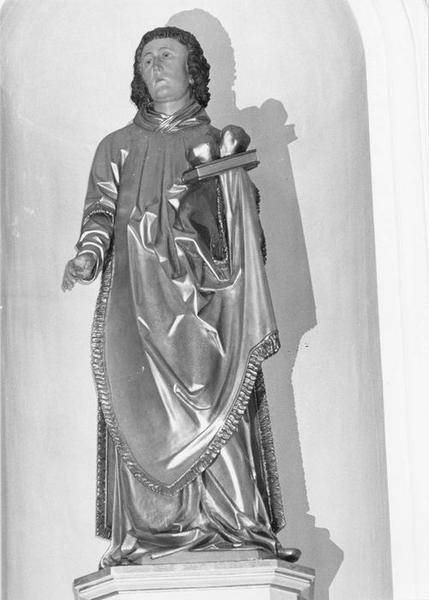 statue : saint Etienne, vue générale
