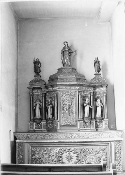 Autel, retable, statues (7) : saint Jean l' Evangéliste, sainte Colombe, saint Jean-Baptiste, saintes et saints dominicains, vue générale