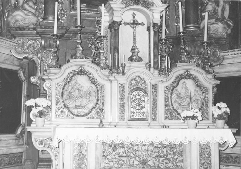 autel, tabernacle, reliefs (2), retable, tableau, groupes sculptés (2) (maître-autel) : l'Assomption, vue partielle