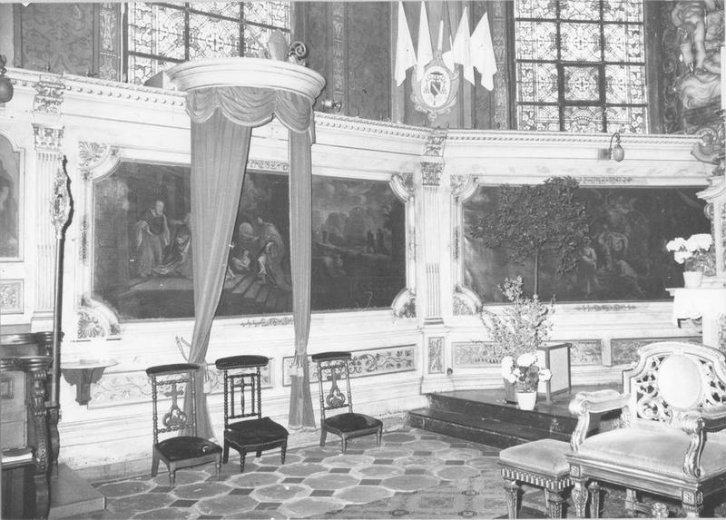 lambris de revêtement, console, stalles, tableaux (16) : les apôtres et pères de l' église, vue partielle