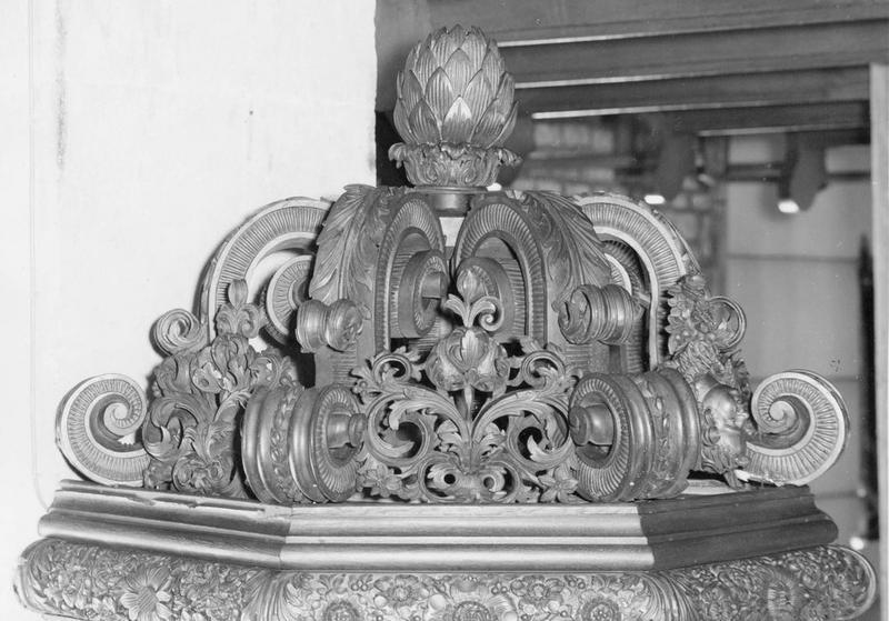 Chaire à prêcher : saint Michel, évangélistes, Vierge à l'Enfant, Bon Pasteur