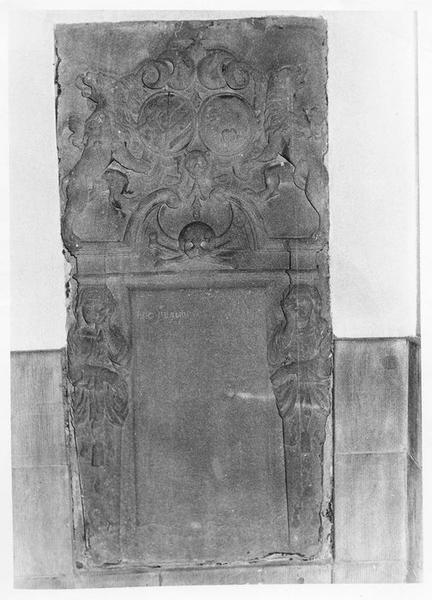 dalle funéraire de Nicolas Frédéric de Rothenbourg et de son épouse Anne Jeanne de Rosen décédés en 1716 et 1737, vue générale