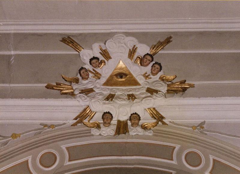 bas-relief : oeil de Jéhovah, six angelots, vue générale