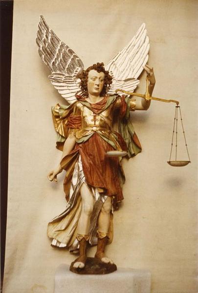 statue : saint Michel, vue générale
