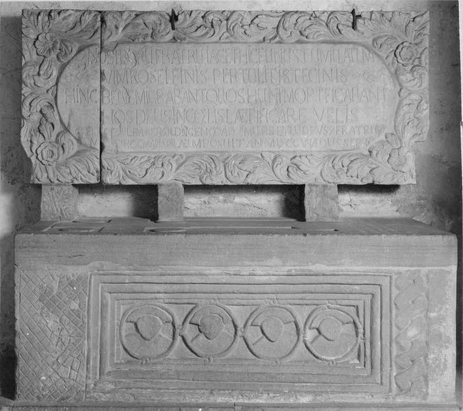 monument sépulcral des moines martyrs, vue générale