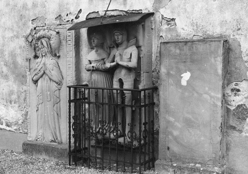 dalle funéraire (gisants) de Jacques de Hattstatt et de Marguerite de Rathsamhausen, vue générale;  dalle funéraire (gisant) d'un noble de Hattstatt, vue générale;  dalle funéraire (gisant) d'une dame noble, vue générale