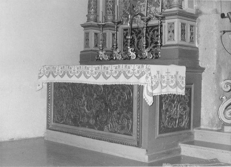 autel, retable, 3 statues, tableau : saint Sébastien, châsse de saint Hubert, putti, vue partielle