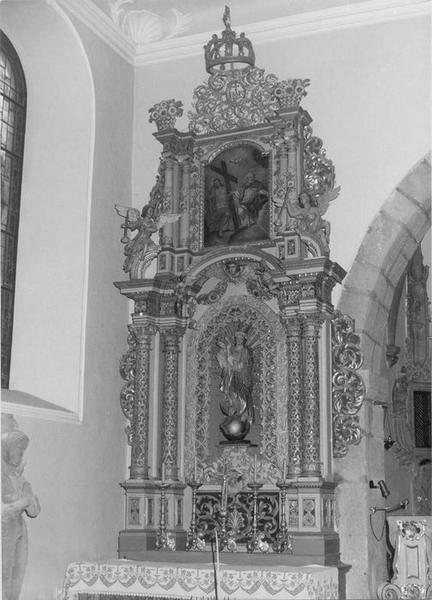 autel, retable, tableau, 3 statues : putti, Trinité, de Notre-Dame des victoires, vue générale