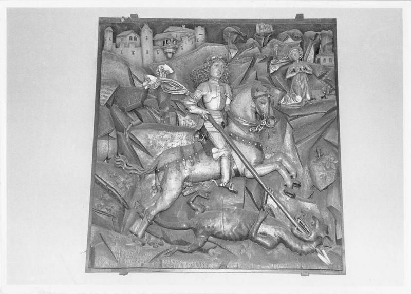 bas-relief : saint Georges terrassant le dragon, vue générale