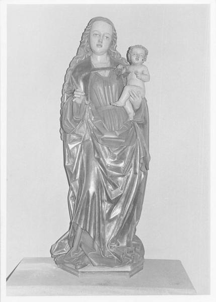 Groupe sculpté : Vierge à l'Enfant, vue générale