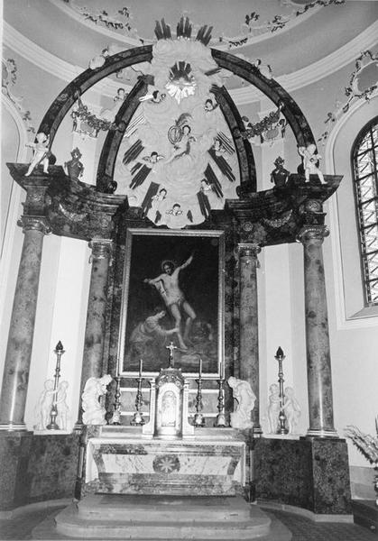 autel, gradin, tabernacle, chandeliers (6), statues (8), retable, baldaquin, tableau (maître-autel) : anges adorateurs (2), saint Sébastien soigné par sainte Irène, putti céroféraires (4), putti (2), vue générale