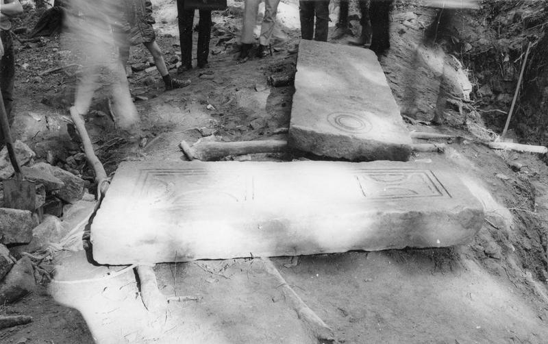 dalles funéraires, vue générale