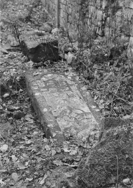 dalle funéraire, vue générale