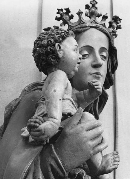statue : Vierge à l'Enfant, dite Vierge de la corporation des vignerons de Thann, détail