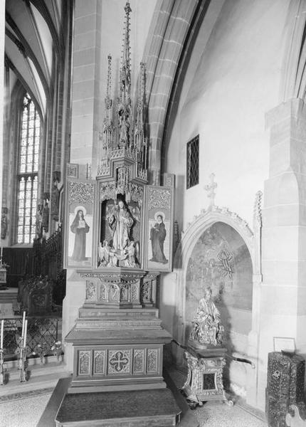 autel, retable, groupe sculpté (triptyque) : saint Georges, saint Charles Borromée, sainte Gertrude, sainte Marguerite-Marie Alacoque, anges (2), du Sacré-Coeur de Jésus, vue générale