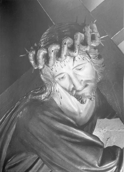 statue : Christ portant la croix, détail du visage