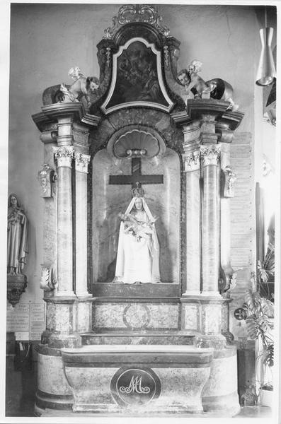 Autel retable de la Vierge, groupe sculpté : Vierge de Pitié, 2 statues : putti
