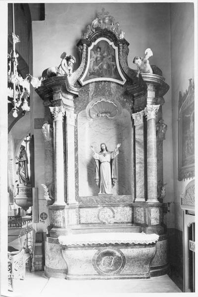 autel, retable, 3 statues : Christ, putti (2), du Sacré-Coeur, vue générale