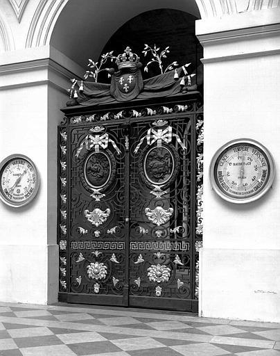Porte intérieure en fer forgé et cuivre repoussé