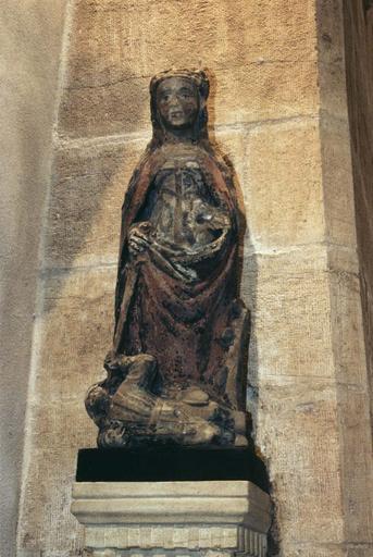 Groupe sculpté : Sainte Catherine d'Alexandrie, pierre sculptée, peinte