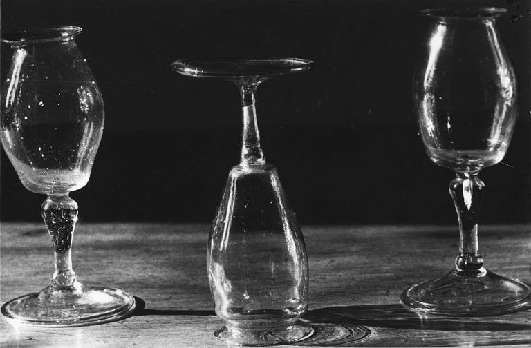3 ventouses en forme de verres à pied, verre soufflé