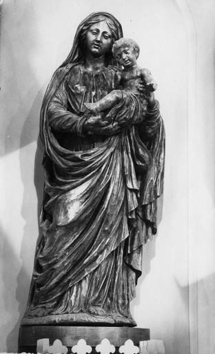 Groupe sculpté : Vierge à l'Enfant, bras et jambe droits de l'Enfant mutilé, bois sculpté