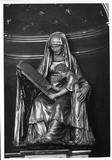 Groupe sculpté : L' Education de la Vierge, bois sculpté, peint, doré