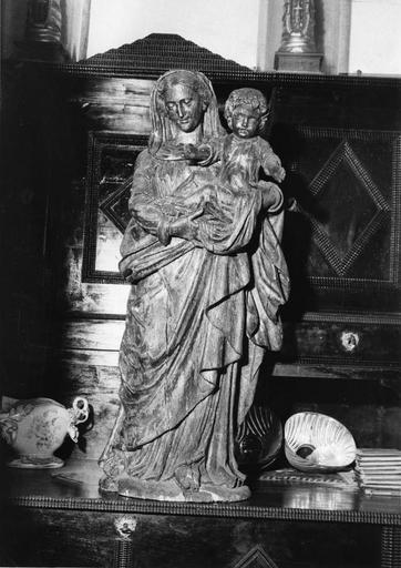 Groupe sculpté : Vierge à l'Enfant, bois sculpté