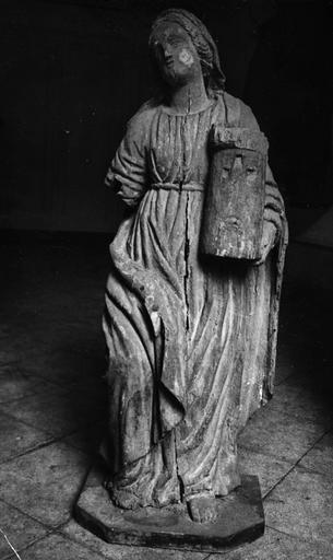Statue : Sainte Barbe, partiellement mutilée, bois sculpté