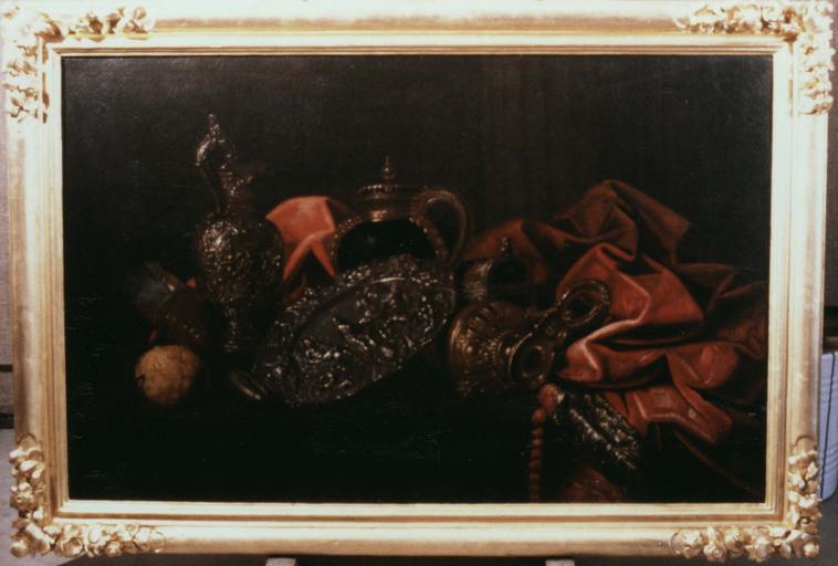 Tableau : Nature morte aux pièces d'orfèvrerie et au cédrat, huile sur toile, cadre en bois doré ; après restauration