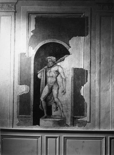 Peinture monumentale : hall d'entrée, décor feint représentant la statue d'Hercule dans une niche en trompe l'oeil