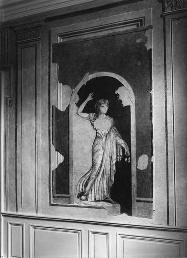 Peinture monumentale : hall d'entrée, décor feint représentant la statue de Pomone dans une niche en trompe l'oeil