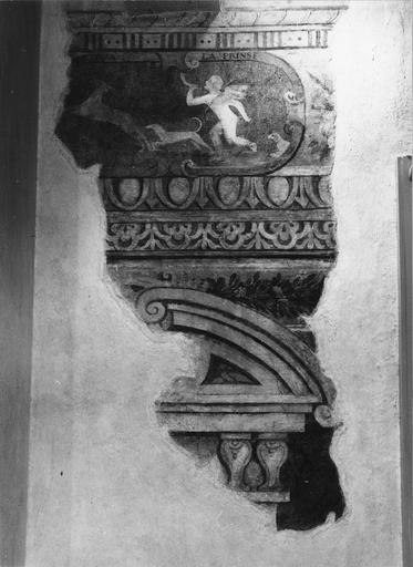 Peinture monumentale : salle des brocarts, détail d'un cartouche au centre duquel un Amour court et des chiens après une biche (détail)