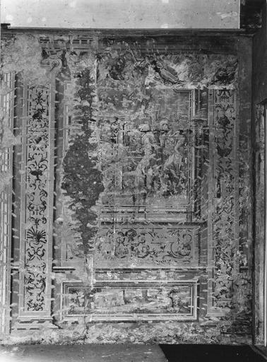 Peinture monumentale : salle des conférences, détail d'un panneau à l'architecture feinte et au tableau en trompe l'oeil (détail)