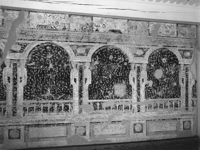 Peinture monumentale : salle des oiseaux, décor d'une galerie d'arcades feinte