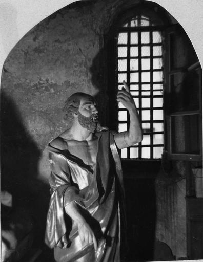 Statue : Saint Pierre, bois sculpté, peint, doré (trois quart droit)