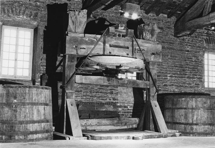Machine à pressurer (pressoir à dame), bois taillé, fer forgé