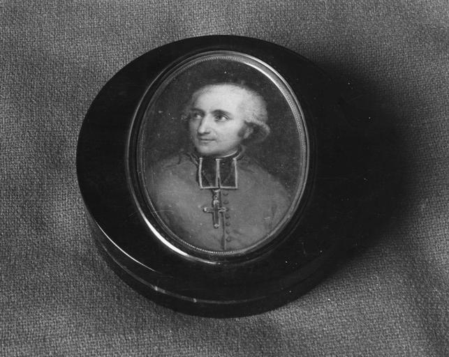 Tabatière avec miniature : Portrait du Cardinal Fesch, peinture sur ivoire, écaille, or