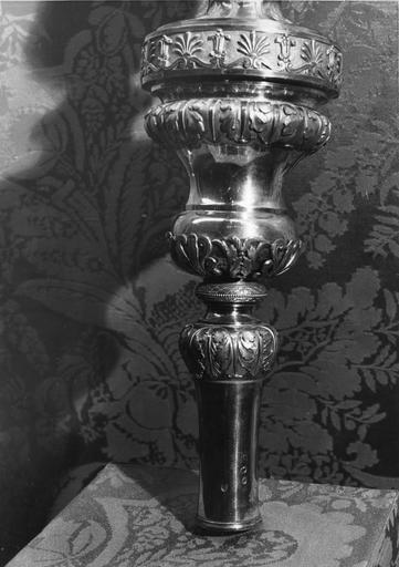 Crosse pastorale du cardinal Fesch : détail du noeud orné de frises de feuilles d'acanthe, de palmettes et de fleurs de papyrus, argent doré (détail)