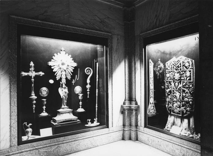 Salle du trésor, vue d'ensemble d'une vitrine